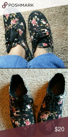Floral Vans Worn but good condition. Will probably need new laces.   6 WOMEN 4.5 MEN  NO BOX Vans Shoes Sneakers