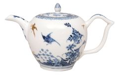 A fine 'Rock and Bird' tea pot with gilt chinoiseries  Meissen, around 1730. Decoration with subtle blue painting with Indian flowers, rock and bird.  In between next to the nozzle and the handle a decoration with golden chinoiseries.  The cover in the same style. Crossed swords in u'glaze blue and blue painter's mark. H. 11 cm.