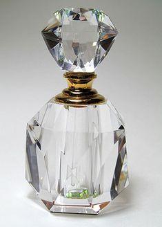 Crystal Perfume Bottles, Antique Perfume Bottles, Vintage Perfume Bottles, Glass Bottles, Genie Bottle, Bottle Art, Perfumes Vintage, Perfume Scents, Beautiful Perfume