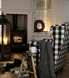 Visit the best interior lighting design projects. Home lighting design is always peculiar, at our house we want to make it as special as possible . Sweet Home, Black Interior Design, Interior Ideas, White Cottage, Cozy Cottage, Home And Deco, Home Fashion, My New Room, Wingback Chair