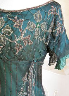 1911 Beautiful bead work it looks amazing. Image Fashion, Fashion Details, Antique Clothing, Historical Clothing, Vintage Gowns, Vintage Outfits, Pretty Outfits, Beautiful Outfits, Azul Tiffany