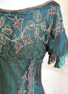 1911 Beautiful bead work it looks amazing. Jeanne Lanvin, Historical Costume, Historical Clothing, Vintage Dresses, Vintage Outfits, Retro Fashion, Vintage Fashion, Azul Tiffany, 20th Century Fashion