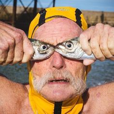 Dave Sawyers doing fish face again. Dave is a legend in Brighton swimming club check. Candid Photography, Documentary Photography, Creative Photography, People Photography, Forced Perspective Photography, Funny Beach Pictures, Funny Photos, Ocean Pictures, Beach Images