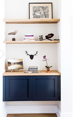 floating shelves. interior styling, navy cabinetry 😍 Shelves Under Tv, Shelves Above Couch, Wall Shelves, Glass Shelves, Deep Shelves, Rustic Shelves, Corner Shelves, Shelving, Black Floating Shelves