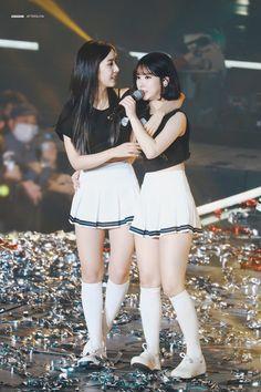 GFRIEND - SinB 신비 (Hwang EunBi 황은비) EunHa 은하 (Jung EunBi 정은비) at 1st Gfriend concert 180106 in Seoul #띤비 #짜냥이 #여자친구