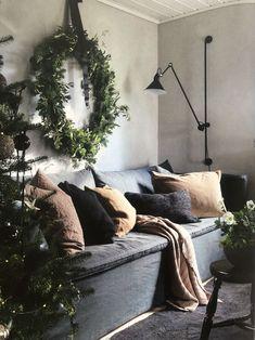 pin + insta // @ f o r t a n d f i e l d ♥ oversized wreath over sofa, wall expandable lamp Christmas Things To Do, Christmas Feeling, Cozy Christmas, Christmas And New Year, Christmas Wreaths, Christmas Interiors, Man Room, Advent, Deco Table