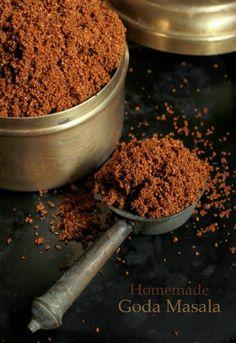 How To Make Maharashtrian Goda Masala Recipe (Homemade Classic Maharashtrian Spice Powder Mix) Masala Powder Recipe, Masala Recipe, Podi Recipe, Spice Blends, Spice Mixes, Sauces, Pesto, Maharashtrian Recipes, Masala Spice