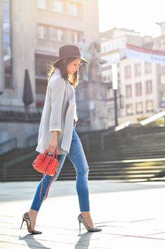 All Time favorites / Classics / Outfit / Look / Style / casual / chic / stefanel / zara / belt / Gürtel / grey / blazer / hat / Hut / silk / seide / shirt / skinny Jeans / Valentino / Rockstud / red  / bag / rote / Tasche /spring / Frühling / Trend / inspo / Fashion / Blog / Blogger / Deutschland / Germany / Designer / Stephanie van Klev