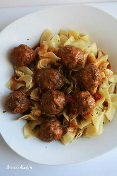 I Thee Cook: Slow Cooker Hungarian Meatball Goulash