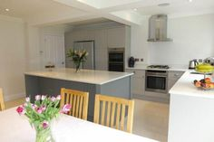 3 bedroom detached house for sale in WOKING - Rightmove Small Kitchen Diner, Country Kitchen Island, Kitchen Diner Extension, Narrow Kitchen Island, Stools For Kitchen Island, Open Plan Kitchen, New Kitchen, Room Kitchen, Kitchen Dining