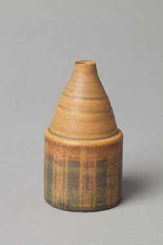 Vaasje (1967 - 1969 – volgens documentatie Houtzager) Joke Stroes, Aardewerkfabriek Mobach Pottenbakkers. Keramiek, geglazuurd.