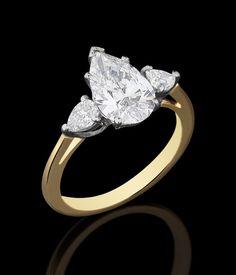 Anel solitário de ouro amarelo e branco com 2,12ct de diamantes lapidação gota (sendo 1,77ct F/VVS1 a maior com certificado GIA) e 3,1g. Medida 15.