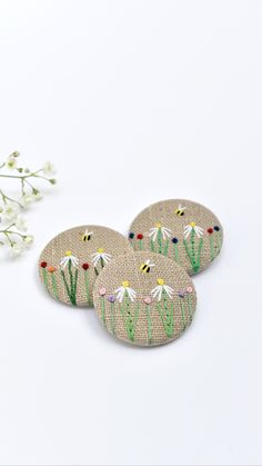 Embroidered Badges, Embroidered Gifts, Embroidered Flowers, Cute Bee, Vintage Fabrics, Natural Linen, Linen Fabric, Thoughtful Gifts, Hand Sewing