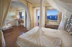 Hotel Capo d'Orso Thalasso & SPA  #interiordesign #luxury #travel #seaview #Sardegna #sea #window #bedroom #Delphina