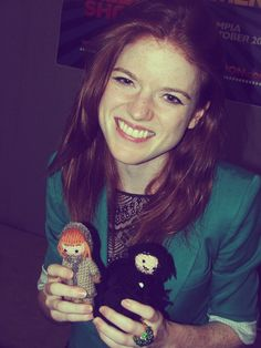 """Rose Leslie with tiny Ygritte and Jon Snow dolls"""