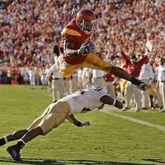 Reggie Bush, the person that encouraged me to like Football Football Love, Nfl Football, College Football, Football Fight, Football Stuff, Football Players, Funny Football Pictures, Usc Athletics, Usc Ucla