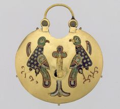 Temple Pendant with Two Birds Flanking a Tree of Life (front) and Geometric Lead Motifs (back), c., Kievan Rus, Cloisonne enamel and gold. Medieval Jewelry, Ancient Jewelry, Old Jewelry, Enamel Jewelry, Antique Jewelry, Jewellery, Medieval World, Medieval Art, Ukraine