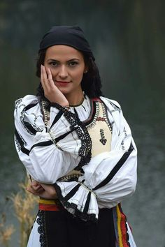 Traditional clothing Roumanian Folk Costume, Costumes, Romania People, Romanian Women, European Girls, The Beautiful Country, Female Form, Traditional Dresses, Womens Fashion