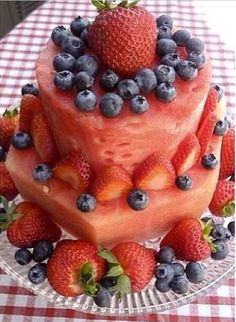 Watermelon Birthday cake - healthy, pretty, AND yummy! This is right up my ally since I'm not a fan of cake! Bolo Elsa, Fresh Fruit Cake, Fruit Cakes, Cake Made Of Fruit, Watermelon Birthday, Watermelon Fruit, Summer Birthday, Fruit Birthday Cake, Creative Birthday Cakes