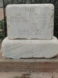 Billy The Kid's grave Ft. William H Bonney, Old West Outlaws, Billy The Kids, Famous Graves, Cemetery Art, Mountain Man, Wild West, Historical Photos, American History