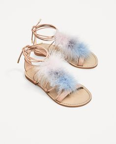 ZARA - WOMAN - FLAT LEATHER SANDALS WITH FEATHERS DETAIL Leather Sandals Flat, Leather Shoes, Zara Flats, Boho Stil, Zara Women, Huaraches, Womens Flats, Designer Shoes, Feather