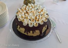 Caramel-mascarbone chocolate cake with marengue