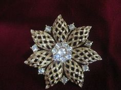 Snowflake Brooch with Rhinestones - Cabootle