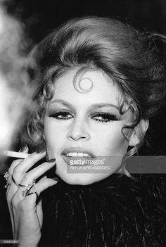 Brigitte Bardot at the Royal charity premiere of the film Shalako at Leicester Square Theatre, Brigitte Bardot, Bridget Bardot, Classic Girl, Classic Beauty, Films Western, Westerns, Bardot Hair, Bb Style, Hair Style