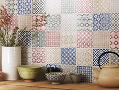 Topps tiles - mixture of colours for behind bath or just blue?(60p per tile)