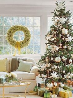 Check out these beautiful #Christmas tree designs on Hadley Court Interior Design blog. I think each tree tells a story, like a dynamic photograph or beautiful painting, like a book or a movie. A tree is so much more than a tree, I believe. #christmas #interiordesign