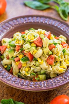 Garden Fresh Tortellini Pasta Salad - Juicy tomatoes, cucumbers and corn with creamy avocado, basil and parmesan tossed in lemon vinaigrette with cheese tortellini! Healthy, easy, ready in 15 minutes! Healthy Pasta Dishes, Healthy Pastas, Healthy Recipes, Healthy Foods, Penne, Pasta Salad With Tortellini, Cheese Tortellini, Easy Pasta Salad Recipe, Best Pasta Salad