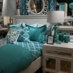 turquoise bedroom...my,my,my, you are such a pretty room.