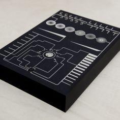 Merlin Baum: Papiersynthesizer, Siebdruck / Foto: Merlin Baum
