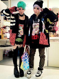 I really like these jackets. Japanese Street Fashion, Tokyo Fashion, Harajuku Fashion, Grunge Fashion, Cute Fashion, Korean Fashion, Girl Fashion, Harajuku Style, Japanese Streets