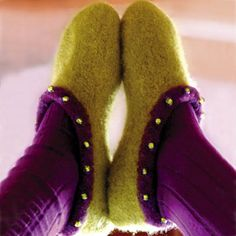 Ravelry: Tøffe Tova Tøfler pattern by Anette Johns Crochet Socks, Knit Crochet, Boot Cuffs, Leg Warmers, Wool Felt, Mittens, Ravelry, Knitting Patterns, Slippers