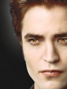 Edward (yeah yeah, he's still pretty) Twilight Saga Series, Twilight Edward, Twilight New Moon, Edward Bella, Edward Cullen, Twilight Movie, Twilight Images, Twilight Pictures, Robert Pattinson Twilight
