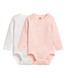 Light blue/penguin. CONSCIOUS. Long-sleeved bodysuits in soft, ribbed jersey made from organic cotton. Snap fasteners on one shoulder and at gusset.