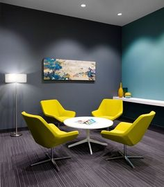 Collaboration furniture - like the chairs and small center table in white. Need three chairs for this space Office Lounge, Office Meeting, Meeting Rooms, Corporate Office Design, Modern Office Design, Round Office Table, Design Thinking, Small Room Design, Lounge Furniture