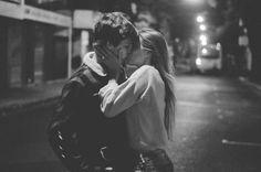 Imagen de love, kiss, and couple, women, kiss, couple, perfect, alone, alternative, black in black, black and white, beautiful, gil, boy, blonde, boyfriend, brunette, city, fashion, friend, girly, grunge, hair, hug, indie, jeans, man, pretty love, style, sweet, women