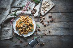 Penne con crema di zucca, tartufo e nocciole tostate-Penne with creamy pumpkin sauce, black truffle and hazelnuts