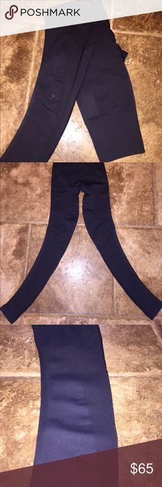 black lululemon zone in leggings brand new without tags. size 2. no pilling/stains/holes. black. just too small for me. perfect condition lululemon athletica Pants Leggings