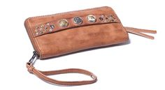 Noosa Amsterdam Classic Wallet Midbrown find it and other fashion trends. Online shopping for Noosa Amsterdam clothing. A one-of-a-kind accessory by noosa. Noosa Amsterdam, My Bags, Purses And Bags, Accessorize Shoes, My Style Bags, Leather Accessories, Brown Fashion, Clutch Wallet, Leather