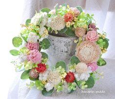 ハンドメイドマーケット minne(ミンネ)| カーネーションと花々のリース