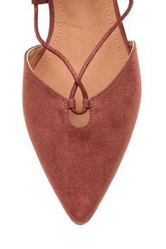 Scarpe basse con lacci: Scarpe basse in finto camoscio, modello a punta, con lacci davanti e aperture sui lati. Fodera e soletta in finta pelle. Suola in gomma.