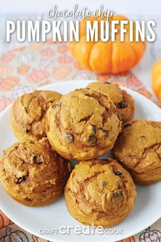 With the help of a box of cake mix, these chocolate chip pumpkin muffins are so easy to make, your family will certainly be asking for more! It's such a great recipe for the fall! Pumpkin Chocolate Chip Muffins, Mini Chocolate Chips, Pumpkin Recipes, Fall Recipes, Easy Desserts, Dessert Recipes, Dessert Ideas, Spice Cake Mix, Best Breakfast