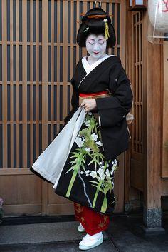January 2012: Geiko Fukuteru (Horiyae Okiya) of Miyagawacho dressed formally for Shigyoshiki, the New Year's opening ceremony. She is the biological older sister of Geiko Fukuai from the same Okiya and is still active. Source: Teruhide Tomori on...