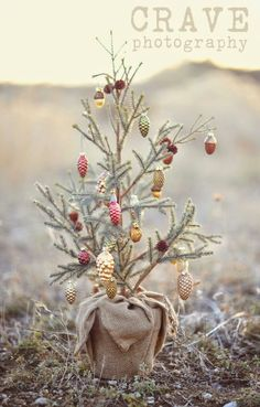 Are you looking for some Vintage Christmas Tree Decorations on this Christmas. Well here is a collection of vintage Christmas Decorations, that will guide you to [. Noel Christmas, Merry Little Christmas, Country Christmas, Winter Christmas, Vintage Christmas, Christmas Crafts, Burlap Christmas, Miniature Christmas, Primitive Christmas