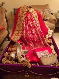 wedding beauty preparation Consider this necessary picture and also have a look at the here and now ideas on Wedding Arrangements Indian Wedding Gifts, Bengali Wedding, Gujrati Wedding, Indian Weddings, Wedding Preparation Checklist, Wedding Invitations Diy Handmade, Trousseau Packing, Origami Wedding, Wedding Gift Wrapping