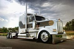 Stance by DingosGotMyBaby, via Flickr Not an American or European truck but a badass 007 W900 in Austrialia