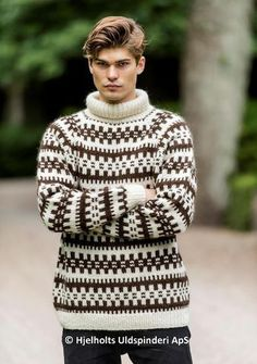 How that pullover reminds me of my childhood in good cold Germany and my mother's great knitting skills. Sweater Jacket, Men Sweater, Nordic Sweater, Icelandic Sweaters, Boys Sweaters, Cardigans, Holiday Sweater, Daily Fashion, Mens Fashion